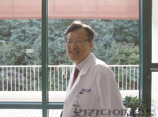 ◀ 김흥태 교수는 암정복추진기획단 단장도 맡아 암 정복을 위한 새로운 패러다임을 열고 싶어 한다.